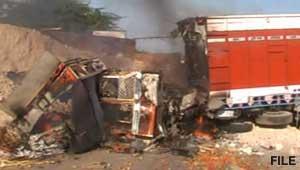 टक्कर से ट्रक में आग