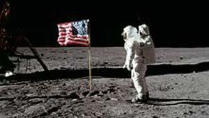 चंद्रमा पर मानव