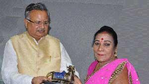 पंडवानी गायिका श्रीमती तीजन बाई