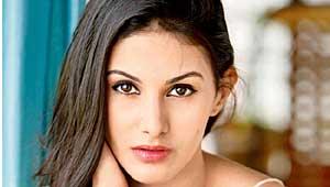 अमायरा दस्तूर अभिनेत्री