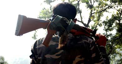 फेसबुक पोस्ट पर हिंसा अर्धसैनिक बल माओवादी मुठभेड़